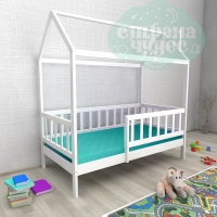 Кровать-домик из березы №2 с бортиком белый